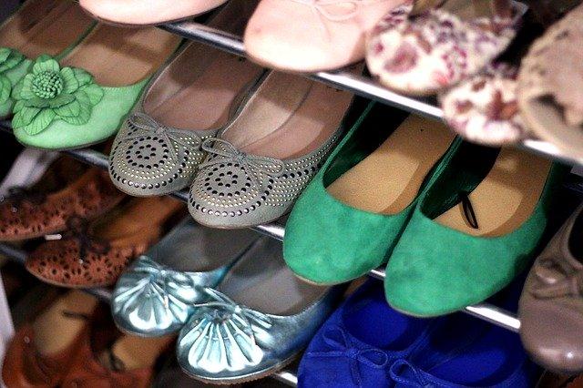 hezky složené boty v botníku