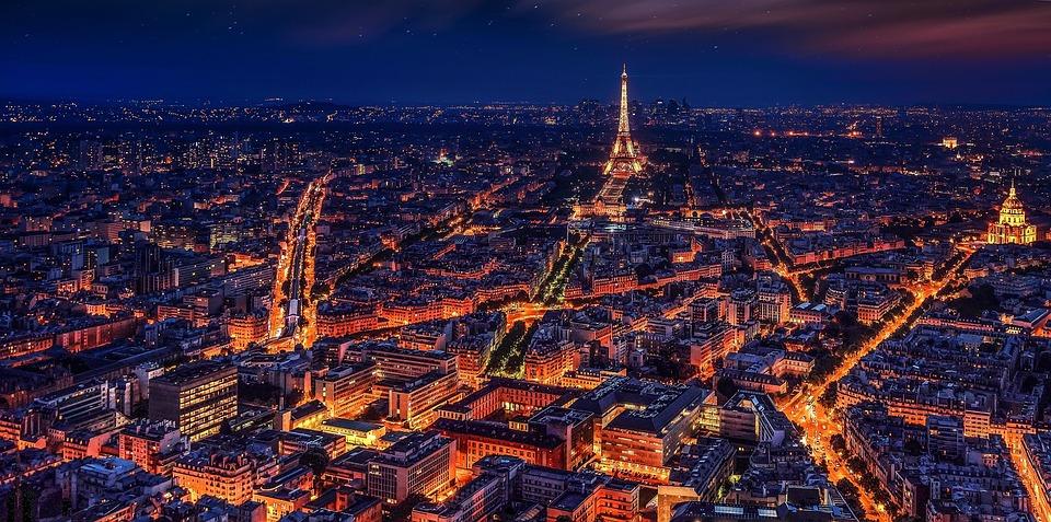 noční Paříž